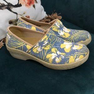 Dansko Vegan Tropical Shoes Clogs Woman's 38